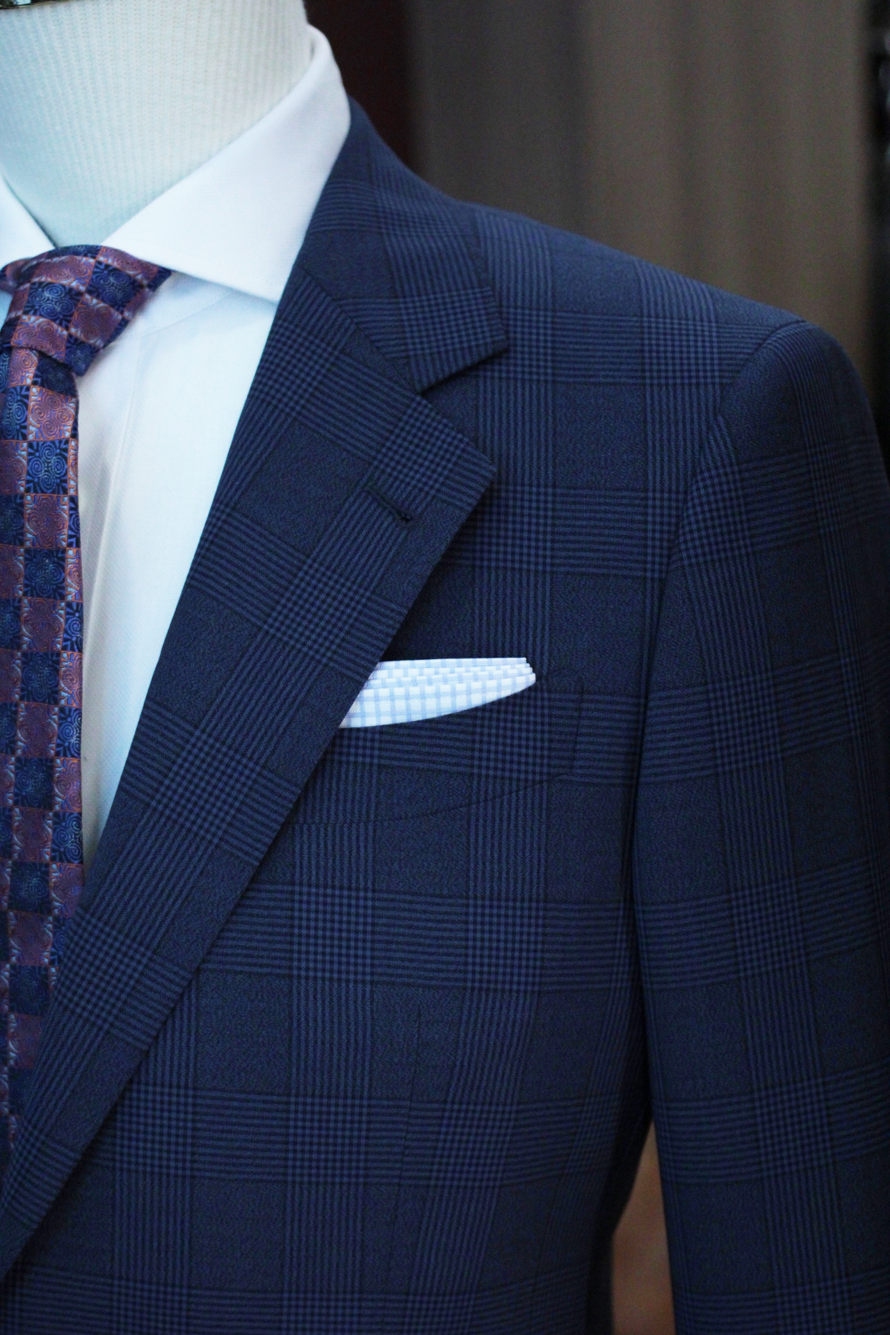 Notched Lapel with barchetta pocket