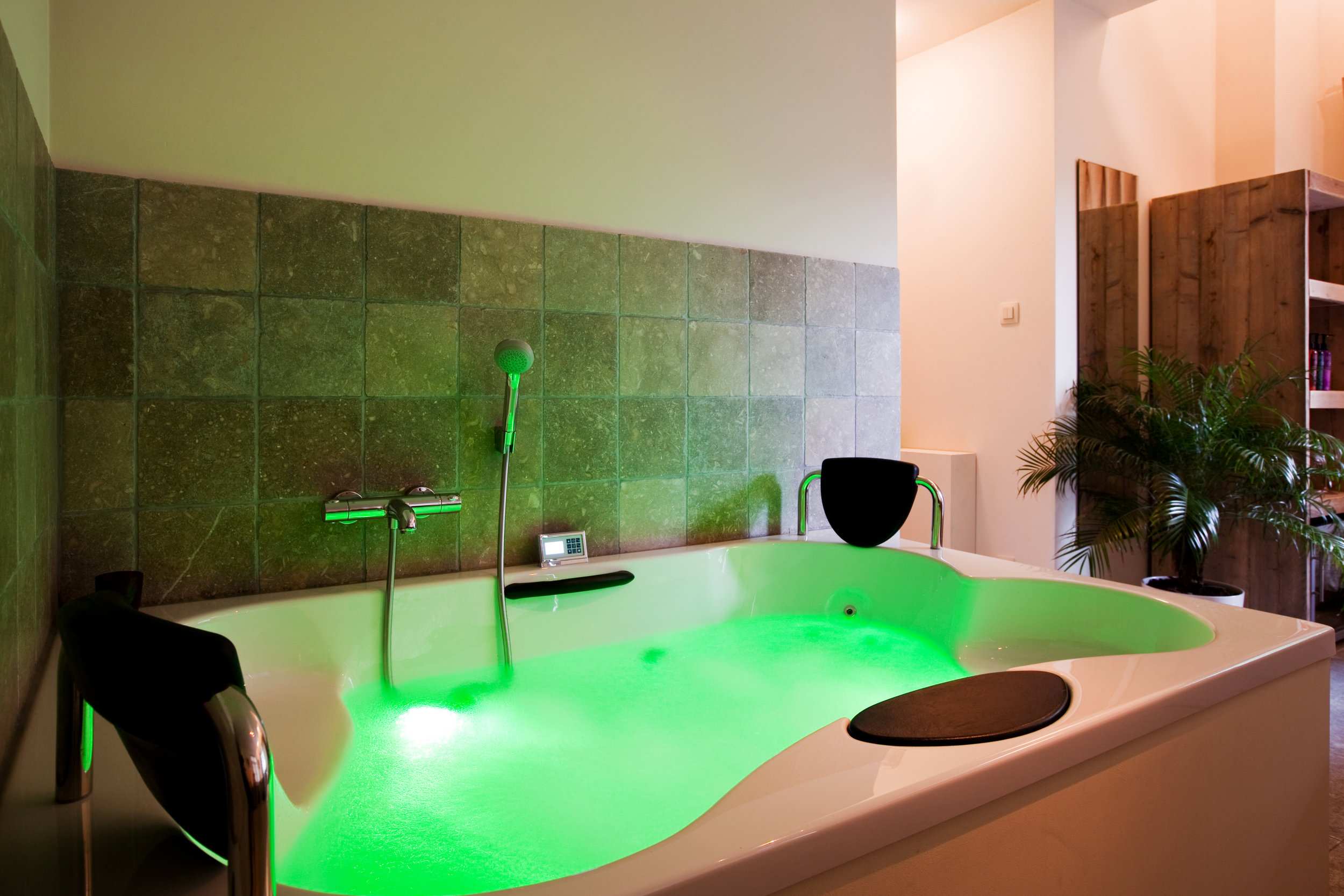 massagebad groen.jpg