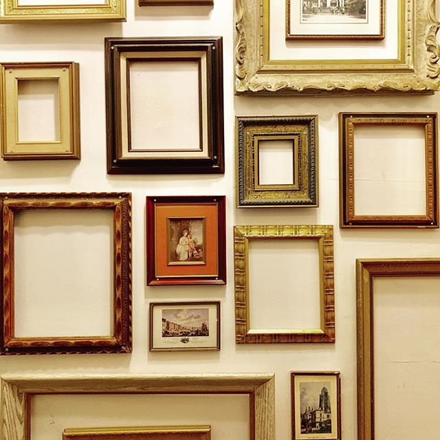 I love a #quirky #wall - these #frames are so cool! They fill a whole #staircase at a #restaurant in #montreal 😀❤️👍🏻 - #walldecor #staircasedecor #wallframe #canada #interiors #deco #decorationideas