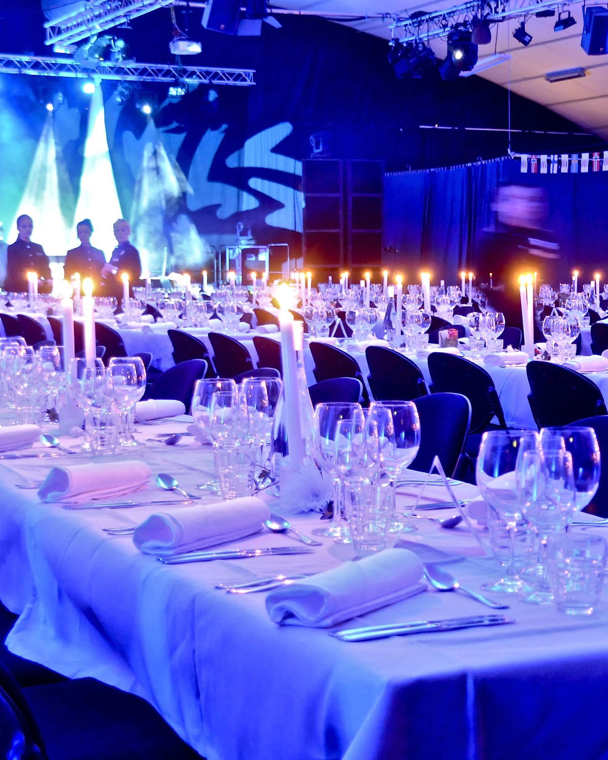 Fakta - oförglömlig konferens på Högis - Skräddarsydda lösningar för konferenser, event- och kongresserI våra 13 restauranger och barer på hotellet kan ni avnjuta allt från steakhouse till sushi.Vinterträdgården, möjligheternas lokal: 660 kvadratmeters golvyta med fönster ut mot fjället, för utställning, lansering, show etc. Möjlighet att bygga läktare, catwalk eller mässytaSkidbackar och längdspår direkt utanför dörren. Skistarshop och skiduthyrning i hotellet.Ni kan välja mellan ett stort aktivitetsutbud året om; skotersafari, hundspann, Snowkite m.m.Nyhet 2019! Ta flyget till Sälen, invigning av Scandinavian Mountain Airport