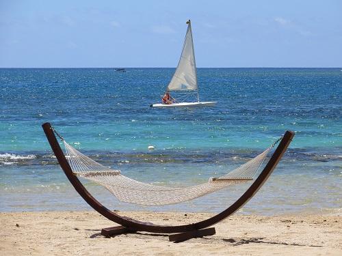beach-1955371_1920.jpg