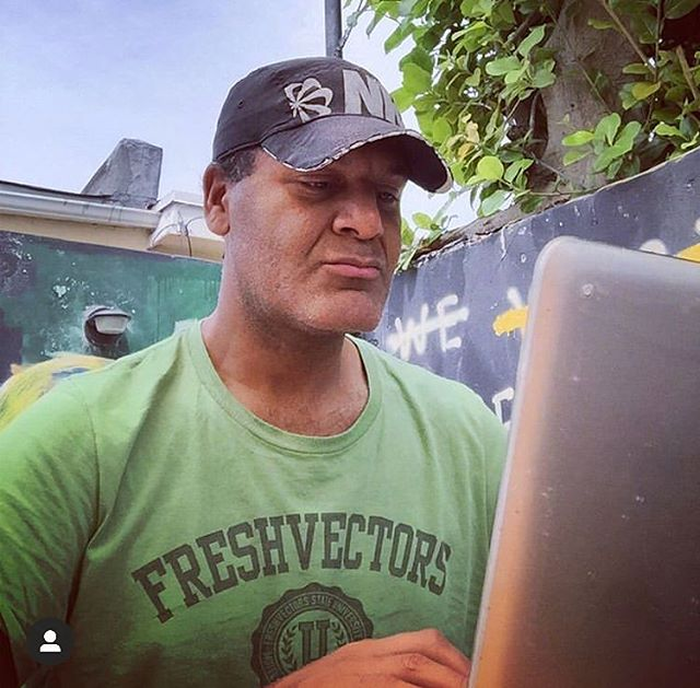 'Back in Miami and feeling #fresh. Enjoying a juicy burger and #workingremotely.' @RemoteWorkers post by @freshvectors 👨🏽💻🍔☀️ #RemoteWorkers #Movement  #Miami #Florida #USA #FreedomStartsToday