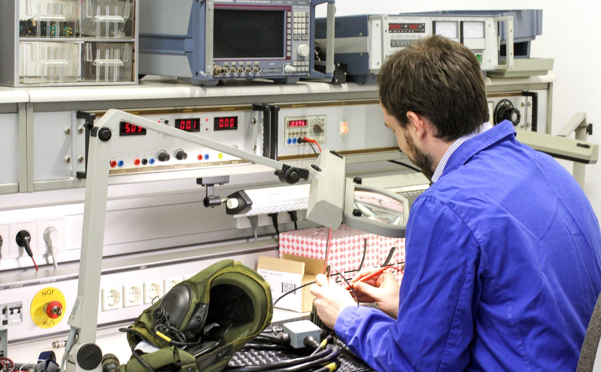 ....  Nutzen Sie das Prüf- und Messlabor zur einfachen und schnellen Problembehebung  ..  Take advantage of our test facilities for simple and quick problem solving  ....