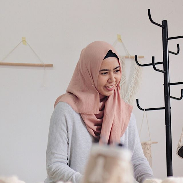 """Meet Nadjma @najmasmeer """"I am an architect, now focused on interior design and crafting on @semburart. I've started doing macrame about 6 months ago, then simply falling in love with this activity. Learned from youtube then trying to explore more variety, become my next challenge and interesting side project to practice my consistency, patience and also more focus."""" . . Join @najmasmeer as she is teaching us how to make a basic Macramé wall hanger tomorrow, Saturday August 11th at @balibo.la . . 599k IDR / $42 USD per person including all materias + yarn for 2 extra wall hangers to keep learning on your own. Yummy vegan snacks and probiotic drinks will be provided by @balibo.la & @covitalife . . Sign up through link in bio! Only 2 spots left! 🙌🏻 📸 @najmasmeer"""