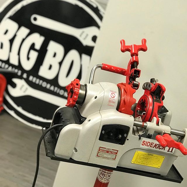 WHEELER REX PIPE THREADER! Check out this little guy who does big things! amazing machine with amazing warranty...Give us a call or stop back and check it out in person. @wheelerrex_pipetools . . . #WheelerRex #bigboysrepairs #winnipeg #winnipegplumbers