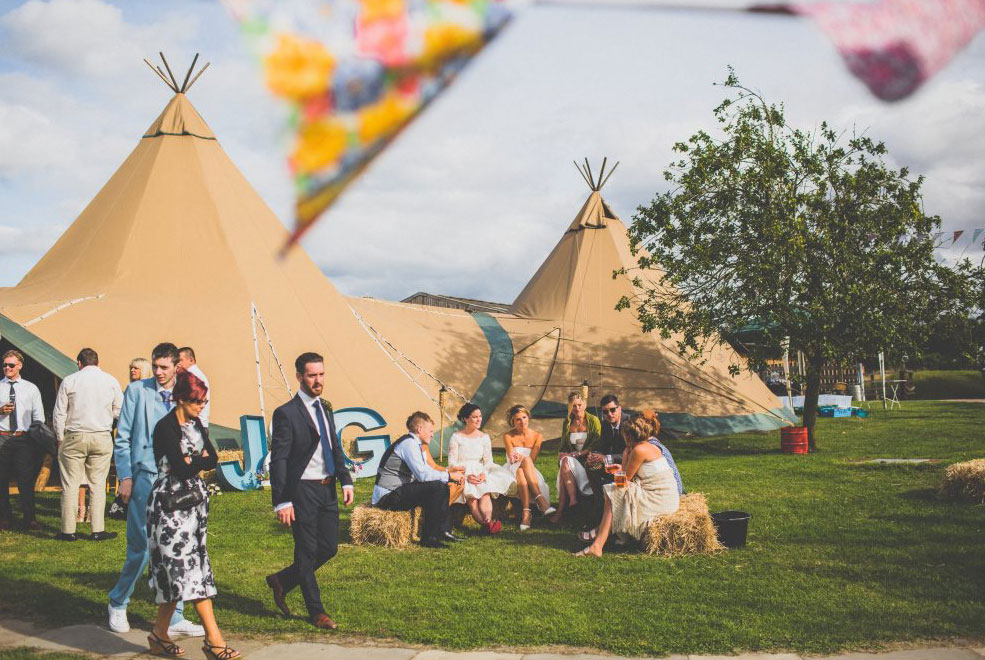 Small-Wedding_Summer_Teepees_1-Giant-Hat_1-Kung.jpg