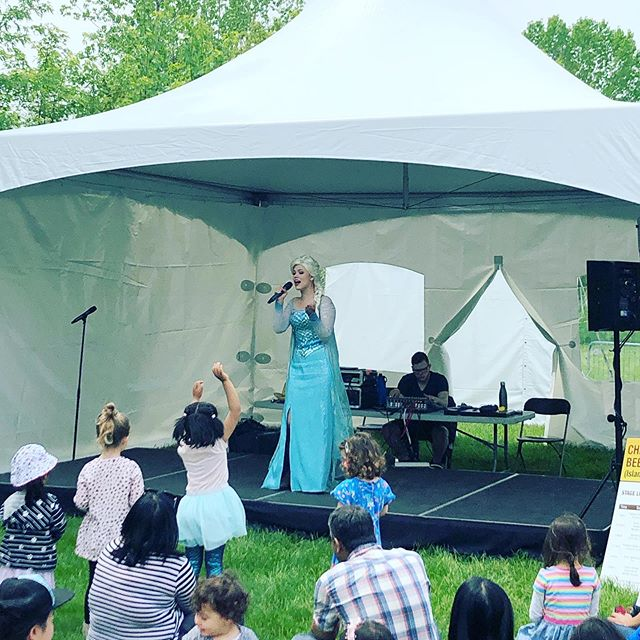 The Busy Bee Island is full of fun things to see and do, Elsa is here singing your favourite Frozen songs, the inflatables are bouncing and the monkey movers are movin! #bnhfest #breadandhoneyfestival #streetsvilleliving