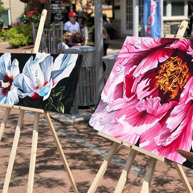 Art in the square is going on right now in the Streetsville square, hosted by @mississauga.arts the closing ceremony will be at 3pm. Stop by to see these beautiful pieces on display! #bnhfest #mississaugaartscouncil #mississaugaarts
