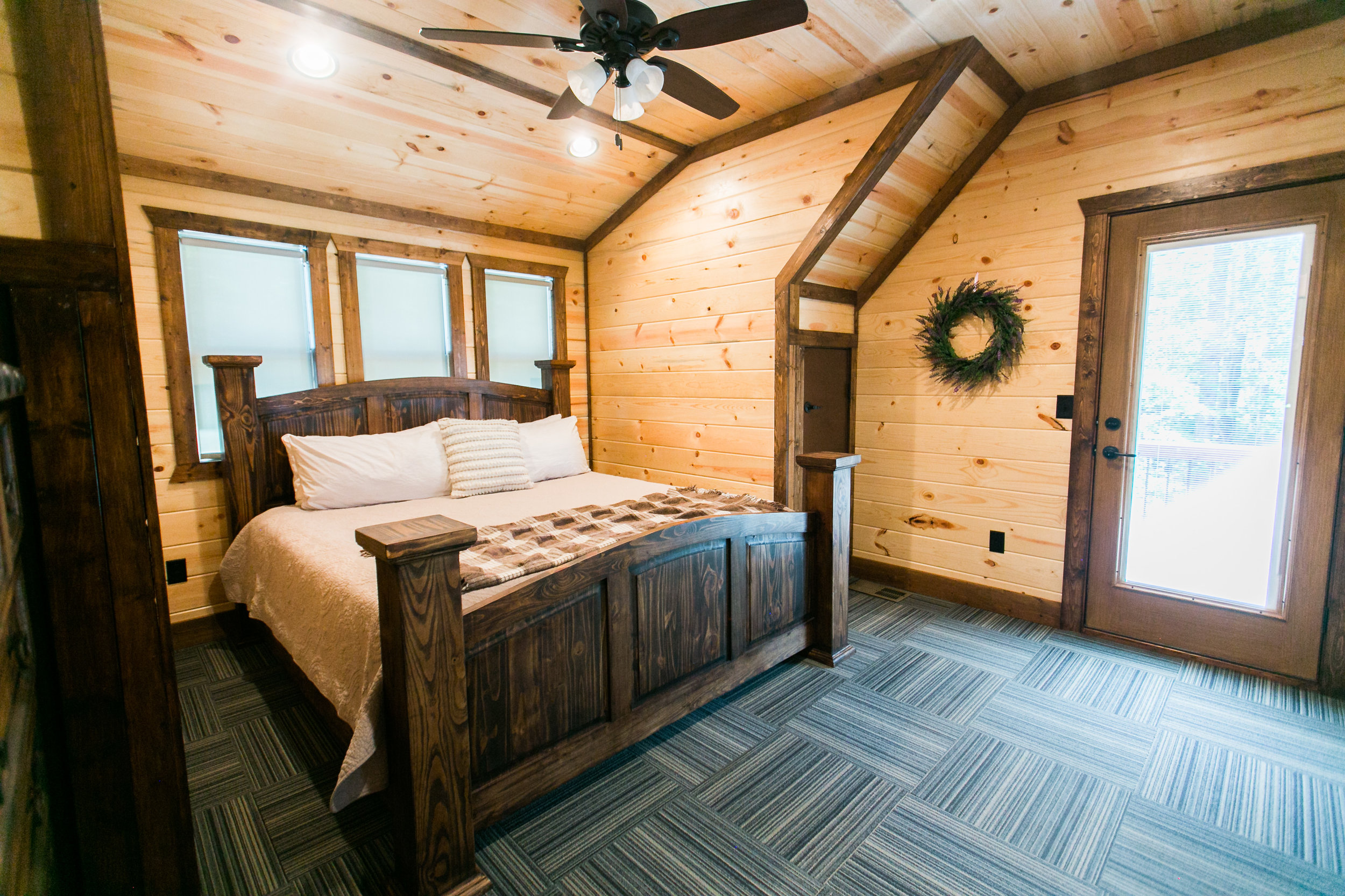 vacation spots driving distance of okc tulsa oklahoma city broken bow lake hochatown steven's gap luxury cabins hiking adventure awaits modern cabin rustic mountains rivers industrial