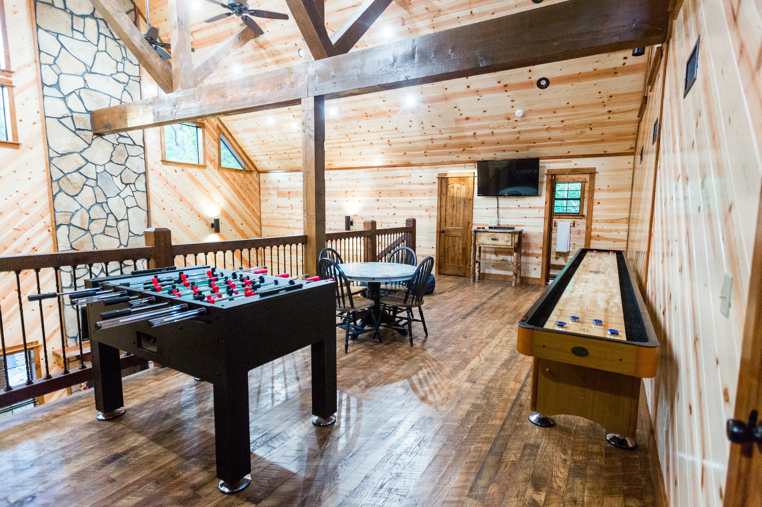 oklahoma luxury cabin rentals beavers bend vacation getaway hochatown mount fork river stephens gap lake ouachita mountains kitchen rustic log games family