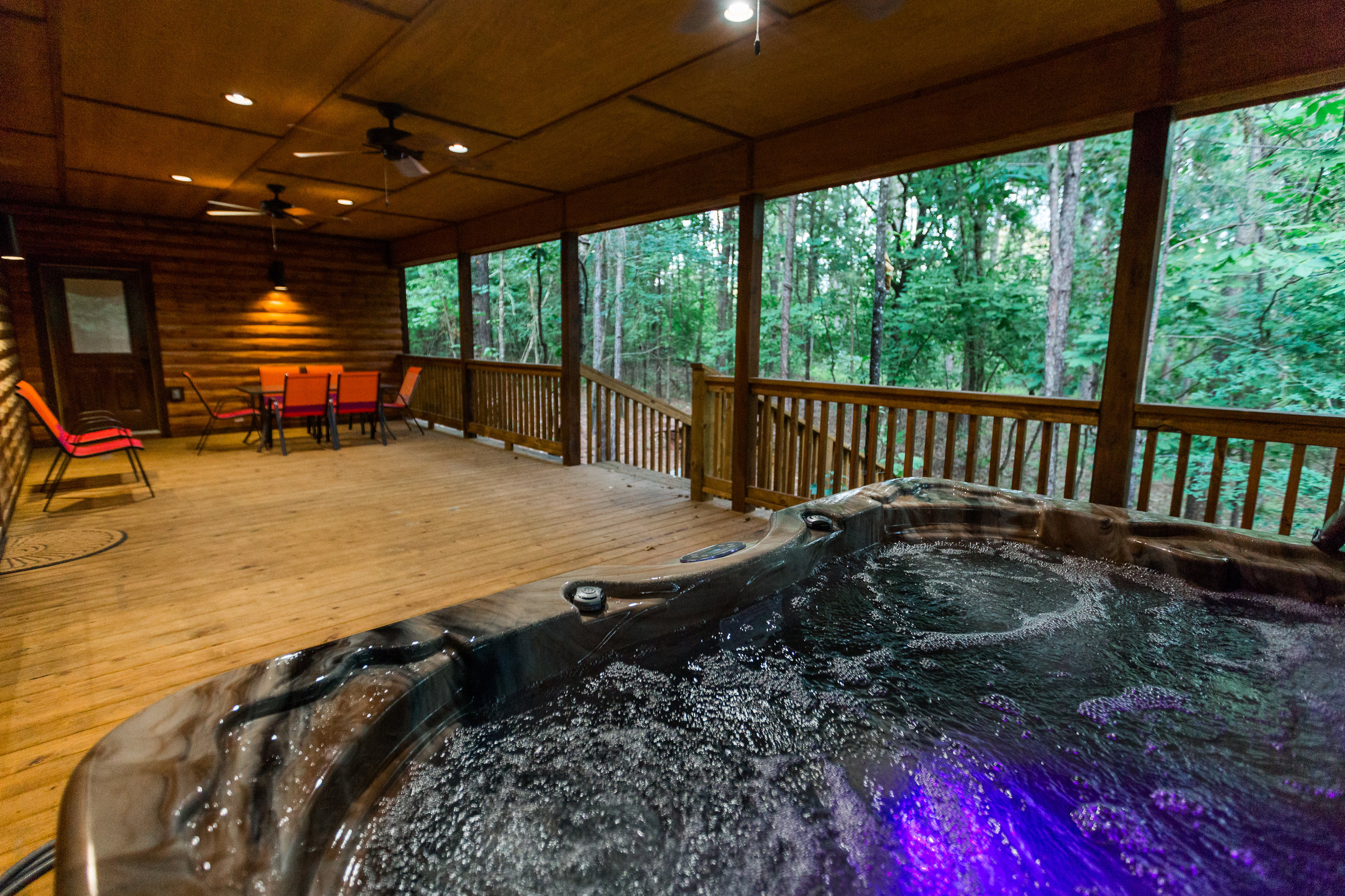 oklahoma luxury cabin rentals beavers bend vacation getaway hochatown mount fork river stephens gap lake ouachita mountains kitchen rustic log hot tub deck outdoor