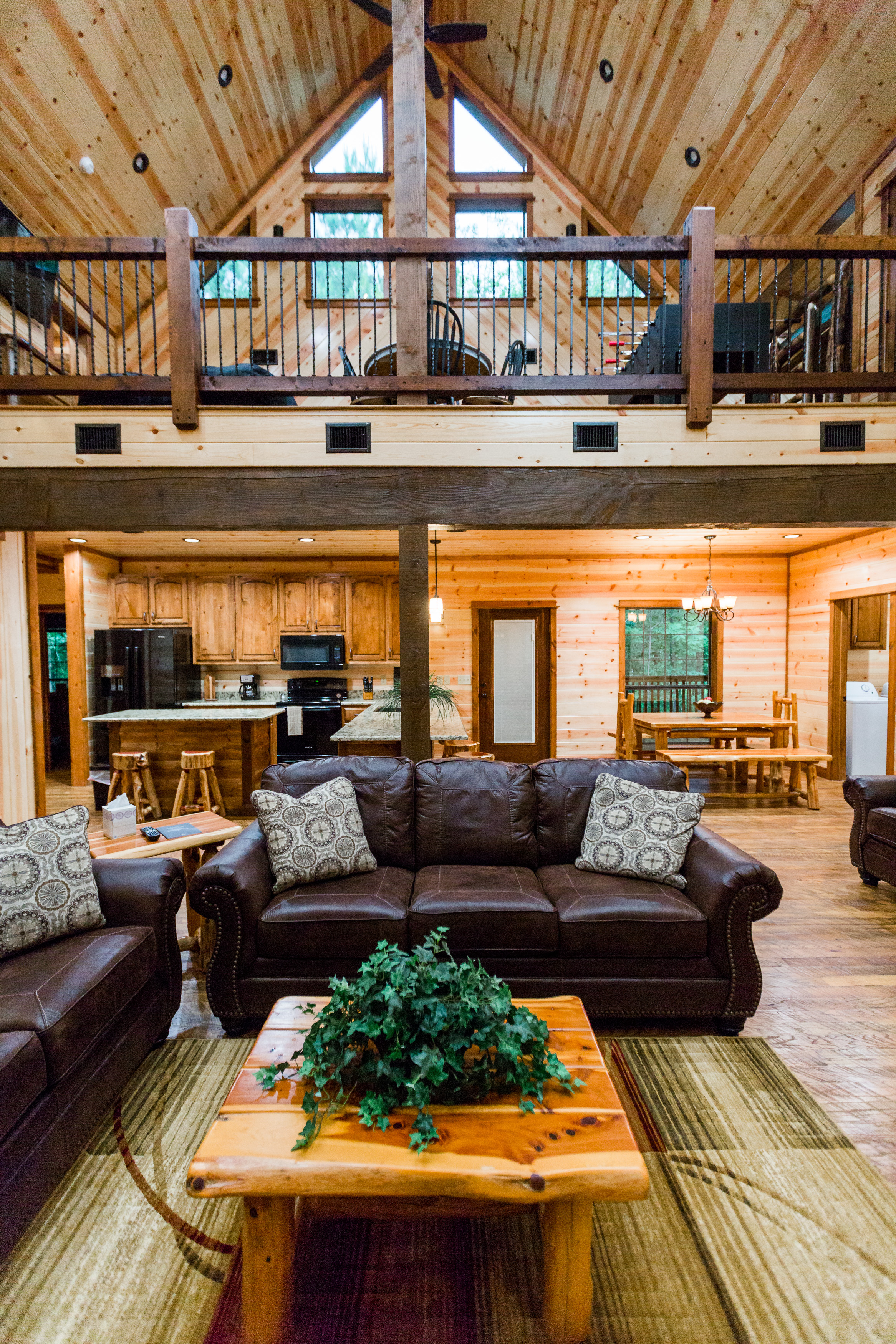 oklahoma luxury cabin rentals beavers bend vacation getaway hochatown mount fork river stephens gap lake ouachita mountains
