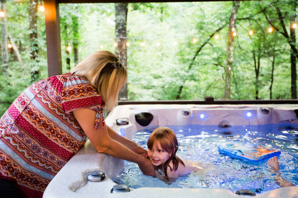family cabin vacation hochatown oklahoma southeastern oklahoma luxury rentals creekside creek lake ouachita forest beavers bend state park hot tub kids
