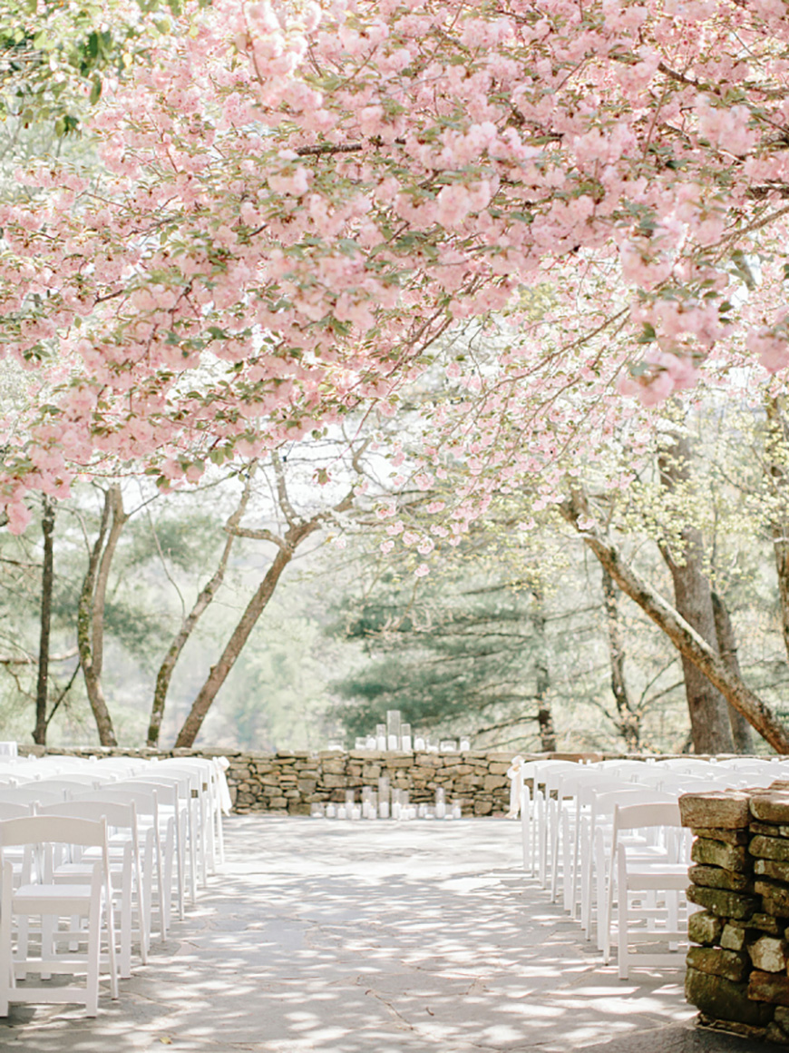 Photo by  Amy Arrington Photography , via  Wedding Venues