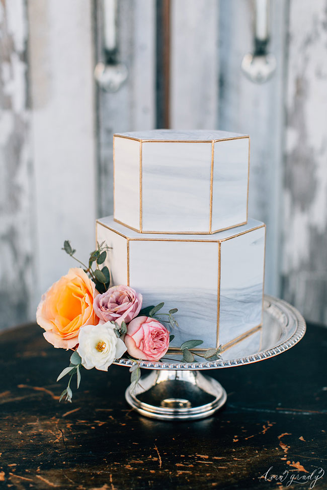 Photo by  Happyhills Cakes , via Hitched