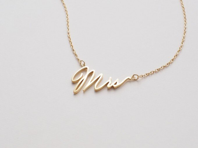 mrs-necklace-680x510.jpg