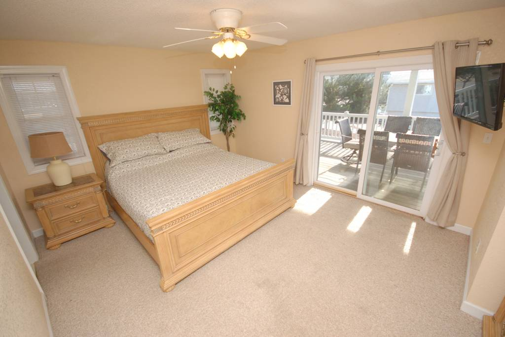 King Master Suite with Double Trundle on Main Floor. Access to Wrap Around Decks.jpg
