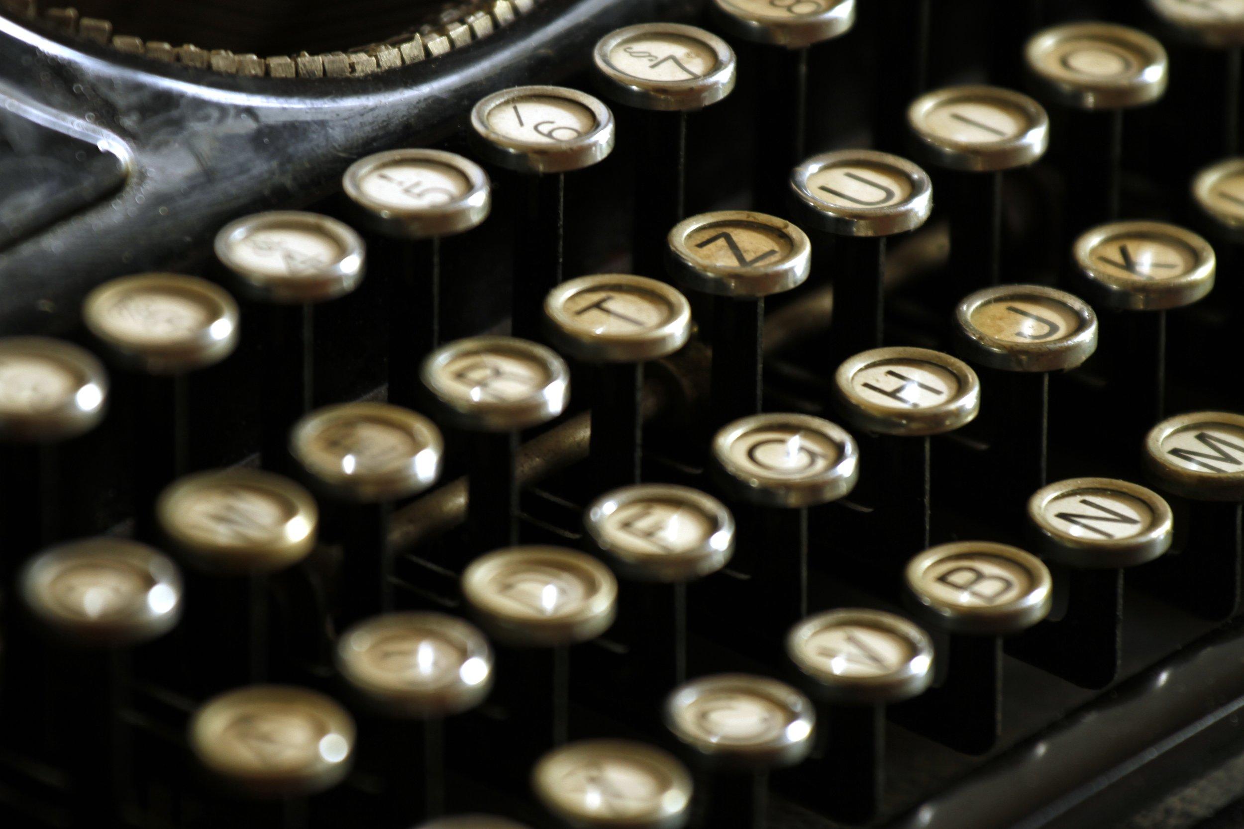 typewriter-472850.jpg