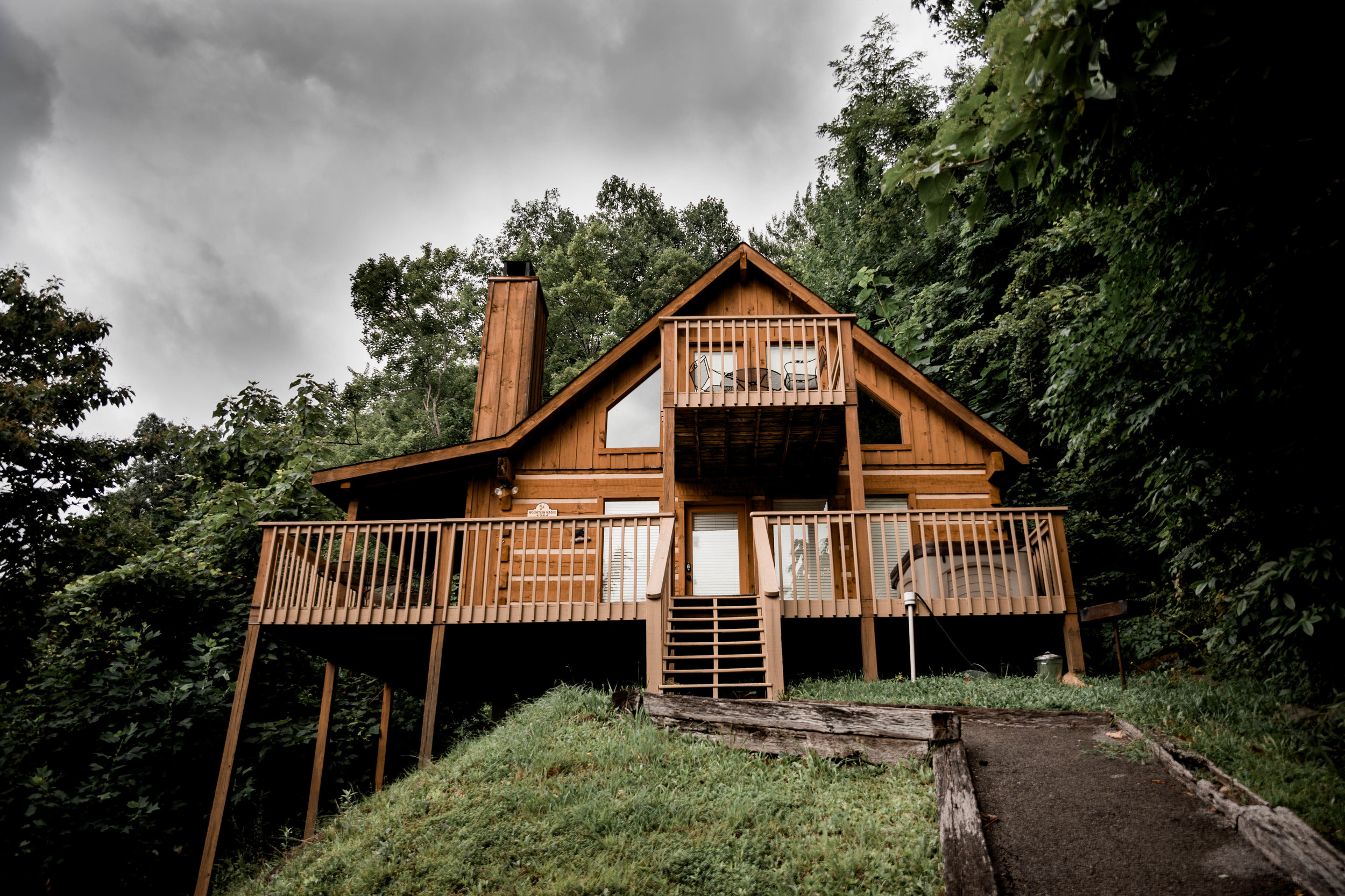Tennessee- Mountain Magic - A beautifully crafted intimate cabin nestled in the Great Smoky Mountain National Park.