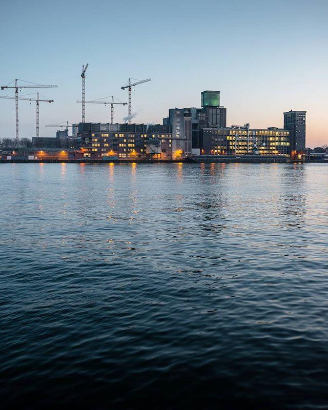 Continuous construction. • • • #rotterdam #gestaltes