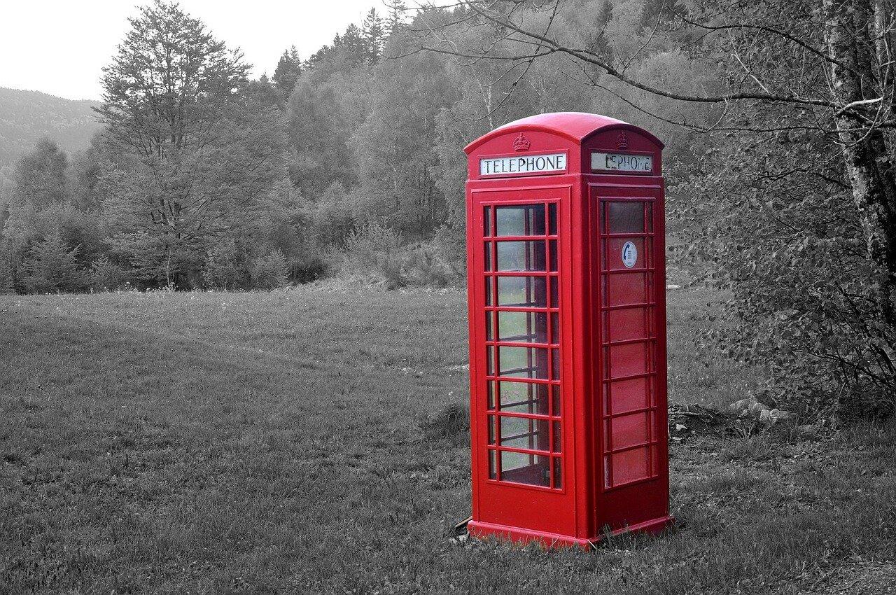 telephone-booth-1165960_1280.jpg