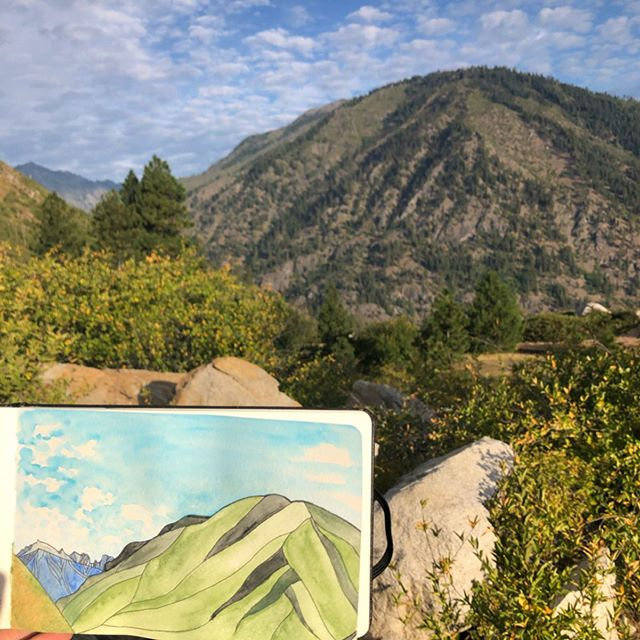 Thanks so much to @whiskeyjackdesigns for showing us around the mountains near Leavenworth! Had a blast exploring the art market and doing a bit of sketching/painting 😊🏕
