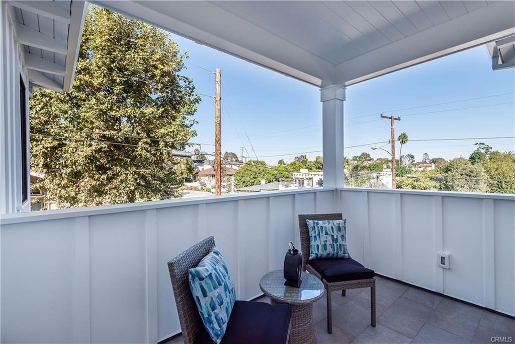 2921 Laurel Ave - balcony.jpeg