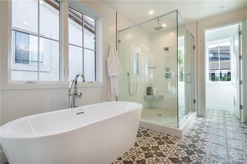 2921 Laurel Ave - bathroom 1.jpeg