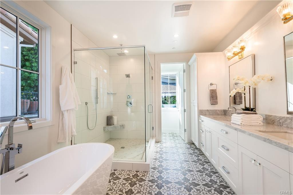 2921 Laurel Ave - bathroom 3.jpeg