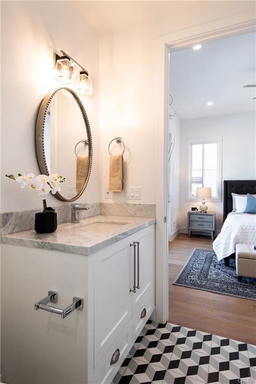 2921 Laurel Ave - bathroom 6.jpeg