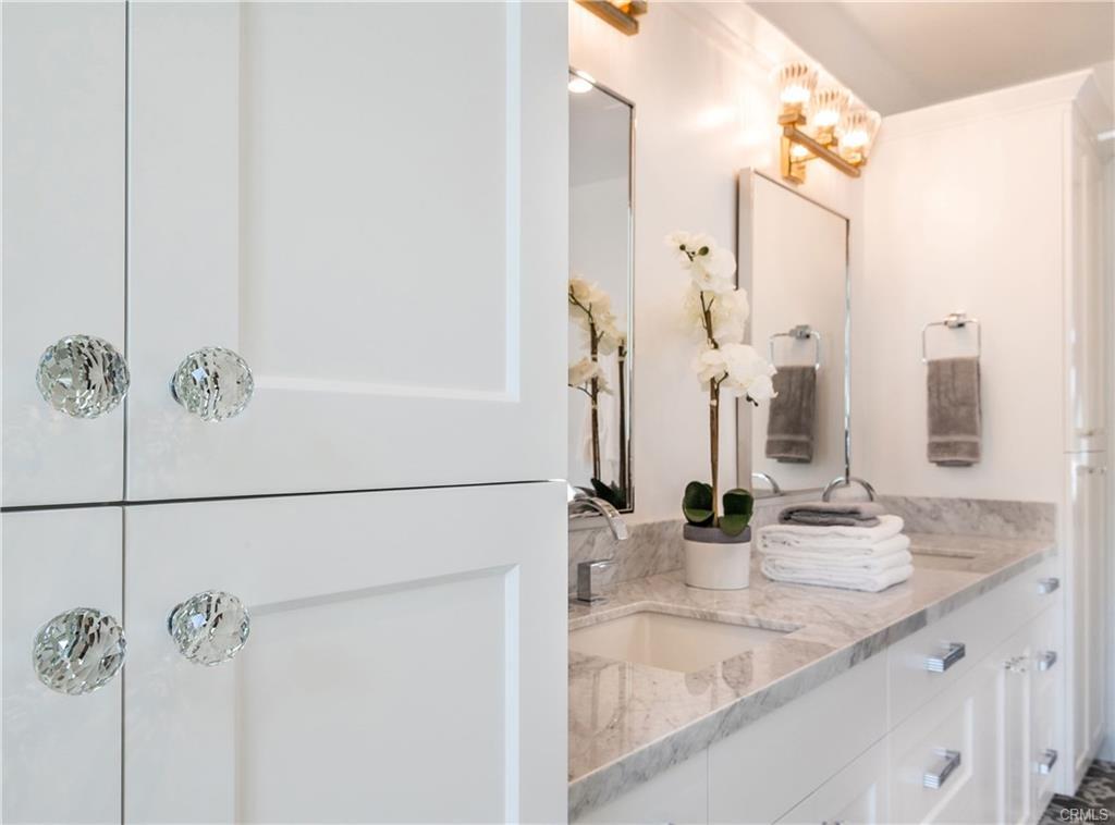 2921 Laurel Ave - bathroom 10.jpeg