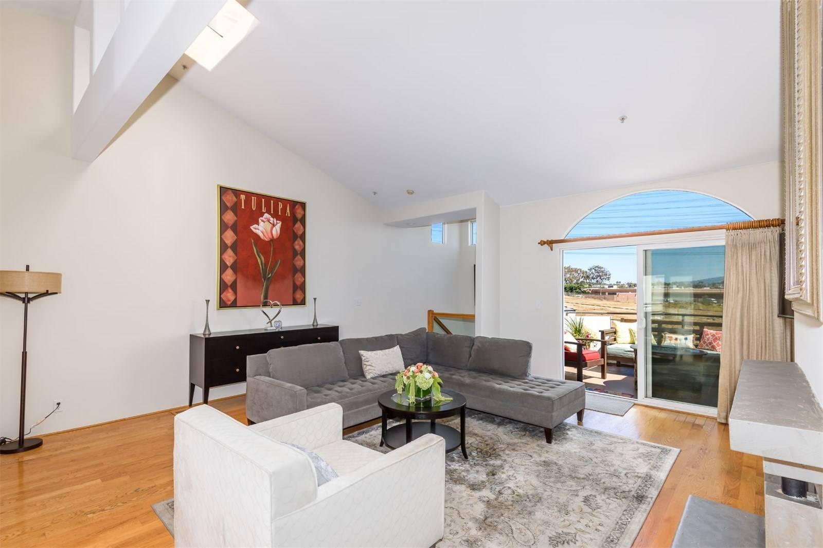 540 1st Street - living room 4.jpeg