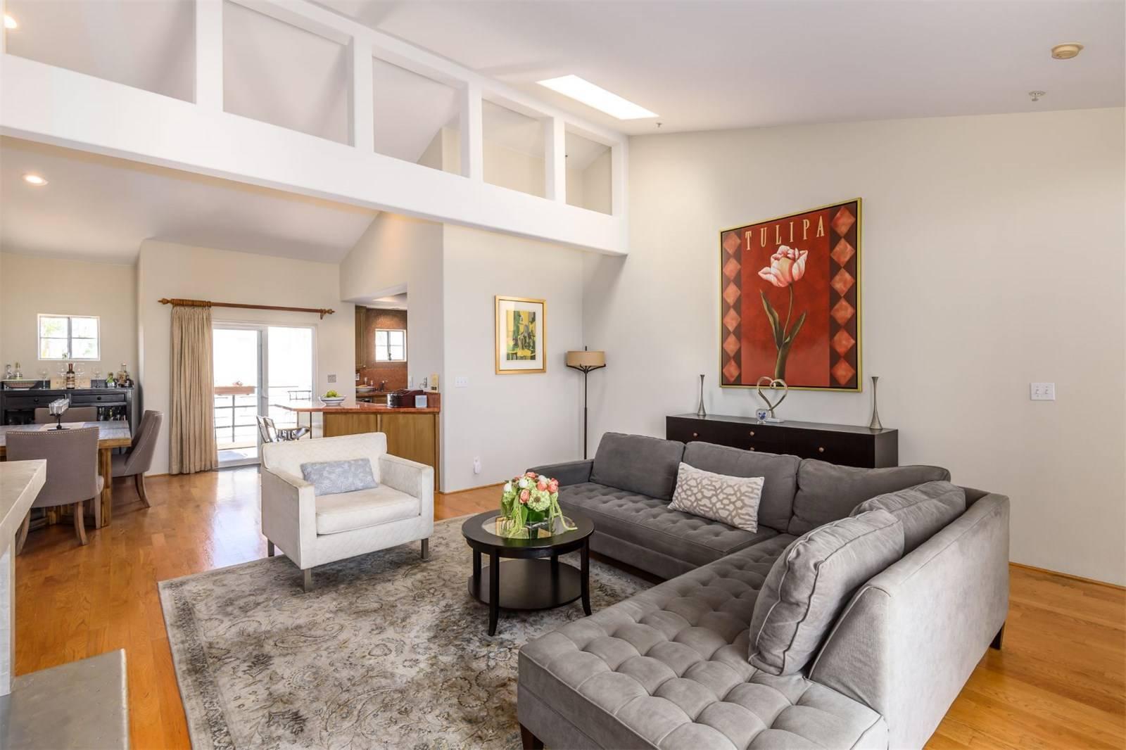 540 1st Street - Living room 5.jpeg
