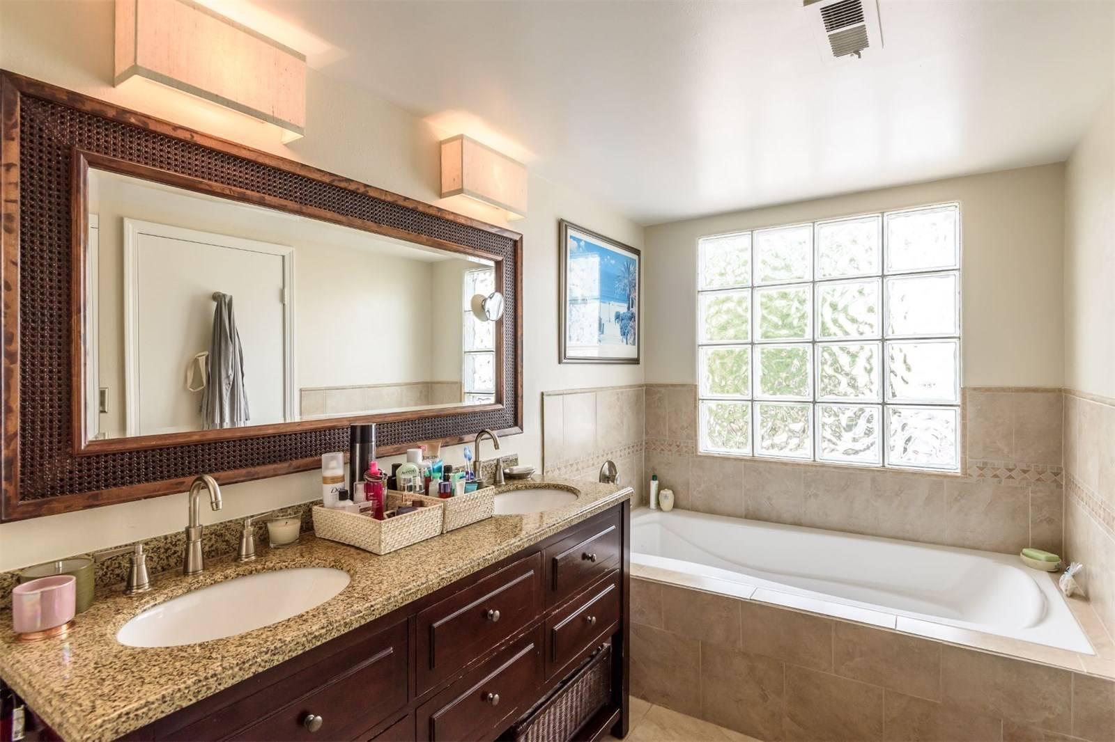 540 1st Street - bathroom glass wall.jpeg