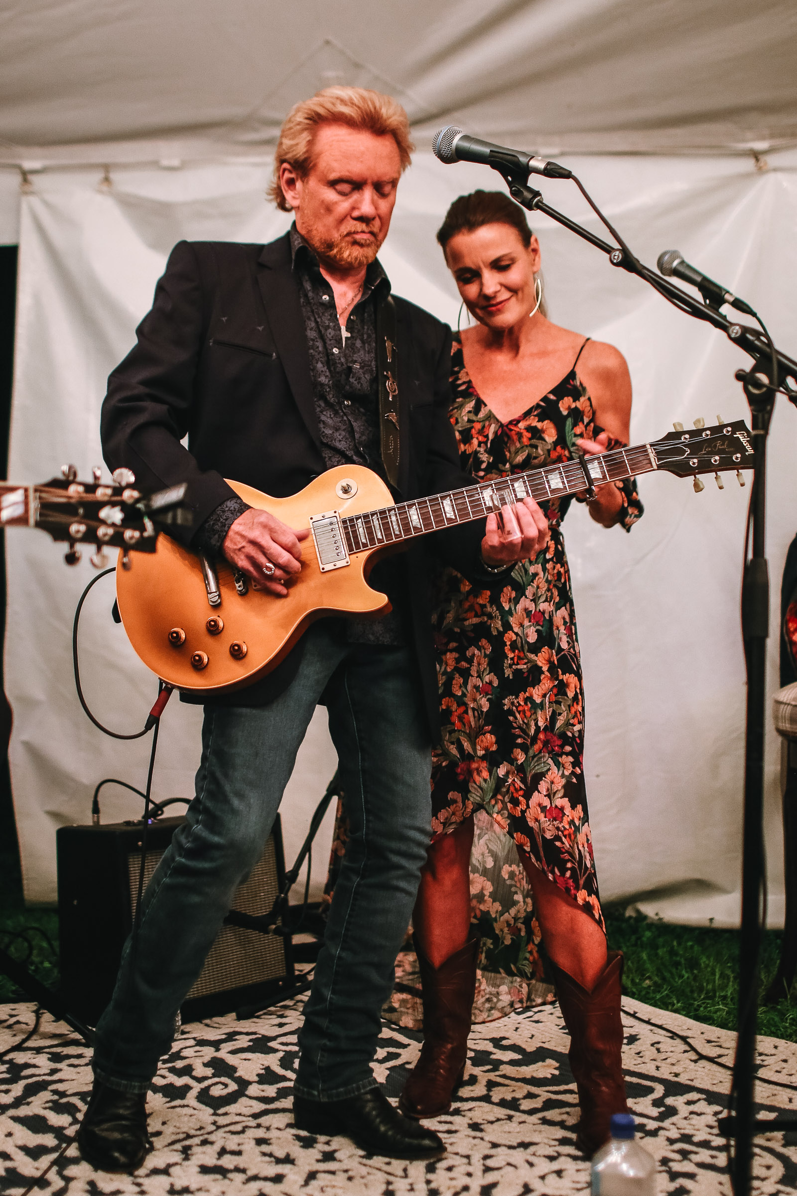 What a pair these two make! Lee Roy Parnell & Lisa Stewart.