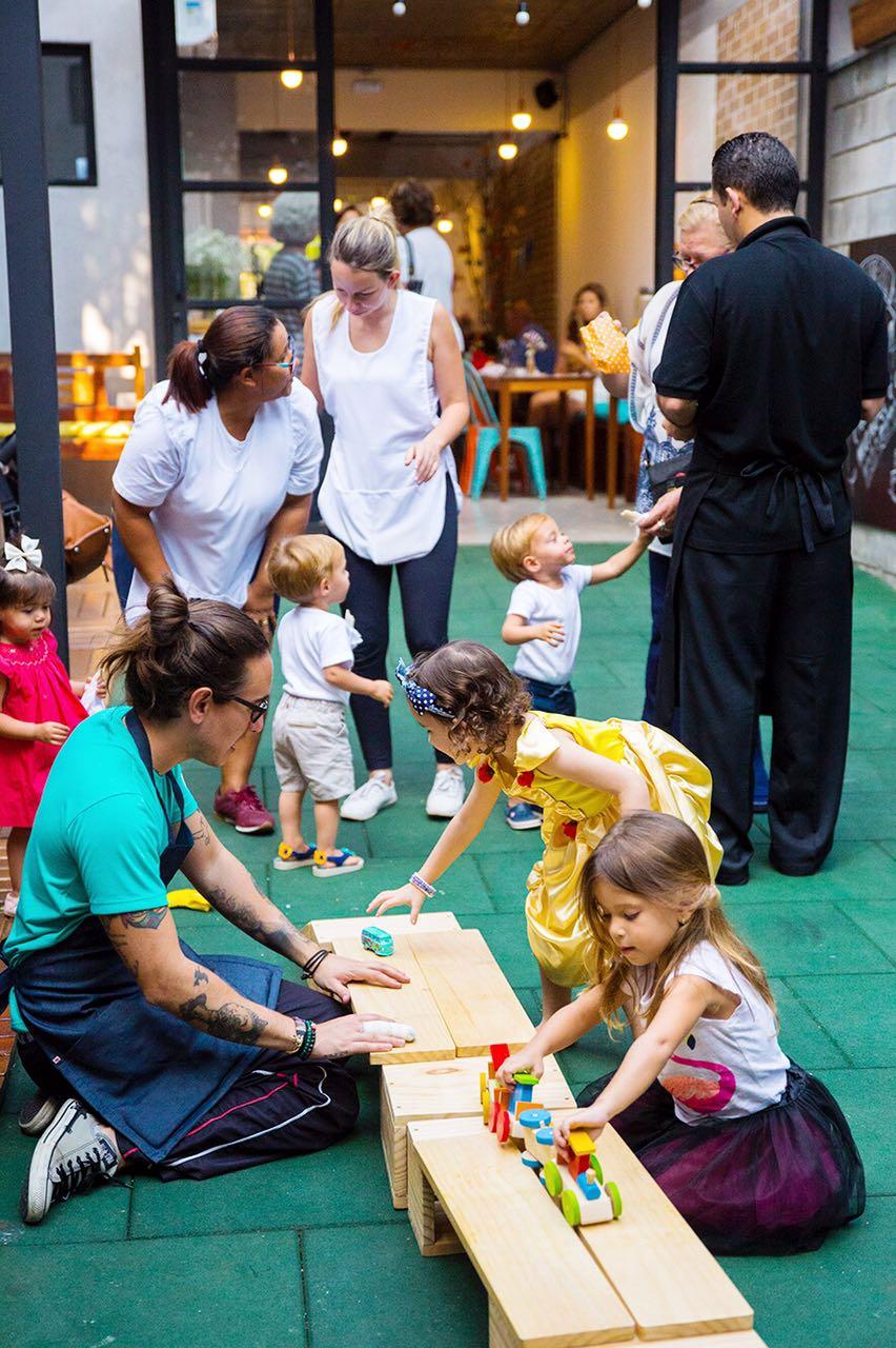criancas_brincando_festa_infantil_sapoti.jpeg