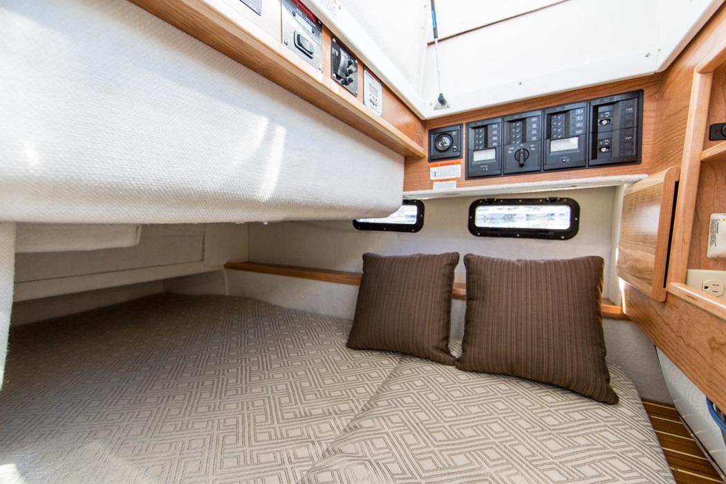 Cutwater_C302_SC_interior1-vsm-700--N.jpg