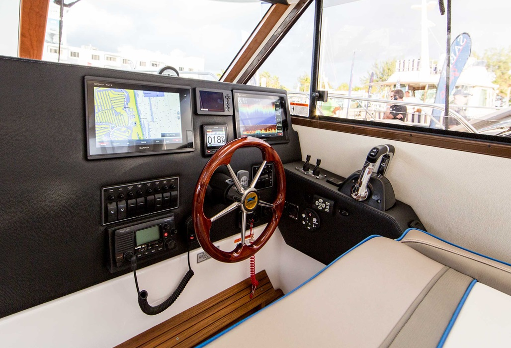 Cutwater-Boats-C-30-sport-coupe-24-vsm-700--N.jpg