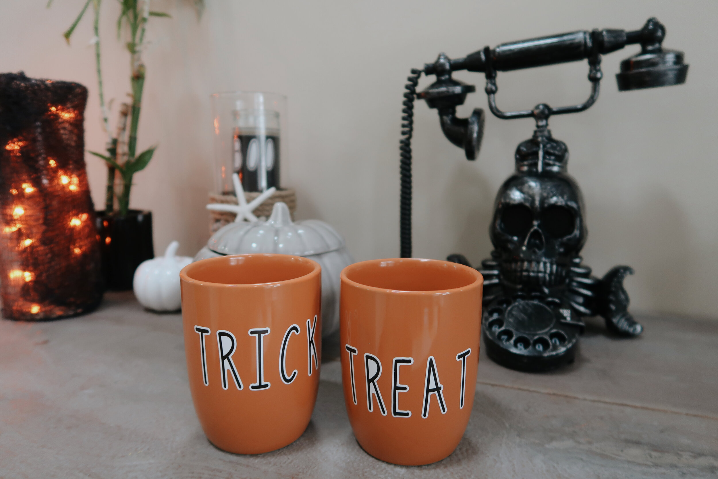TRICK OR TREAT MUGS -