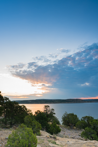 Da wir nicht - die grossen Eisenbahn-Fans sind, nutzen wir die Gelegenheit nur für einen kurzen Tank-Stopp und düsen zu unserem Etappen-Ziel: Heron State Park am gleichnamigen Heron Lake. Der Campground ist ein