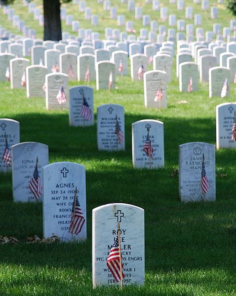 478px-Graves_at_Arlington_on_Memorial_Day.jpg