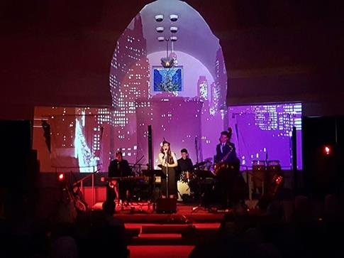 Maya Rae Performing at Temple Sholom for Syrian Refugee Fundraiser
