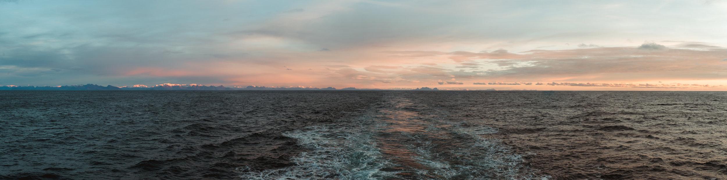 Vista desde el crucero Hurtigruten de Bodø a Lofoten.