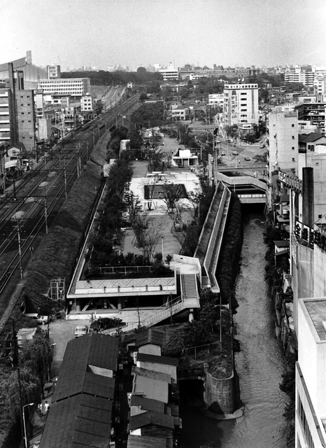 Miyashita Park after it was reconfigured into a parking structure for the 1964 Olympics. Shibuya Folk and Literary Shirane Memorial Museum, Tokyo, 1967.