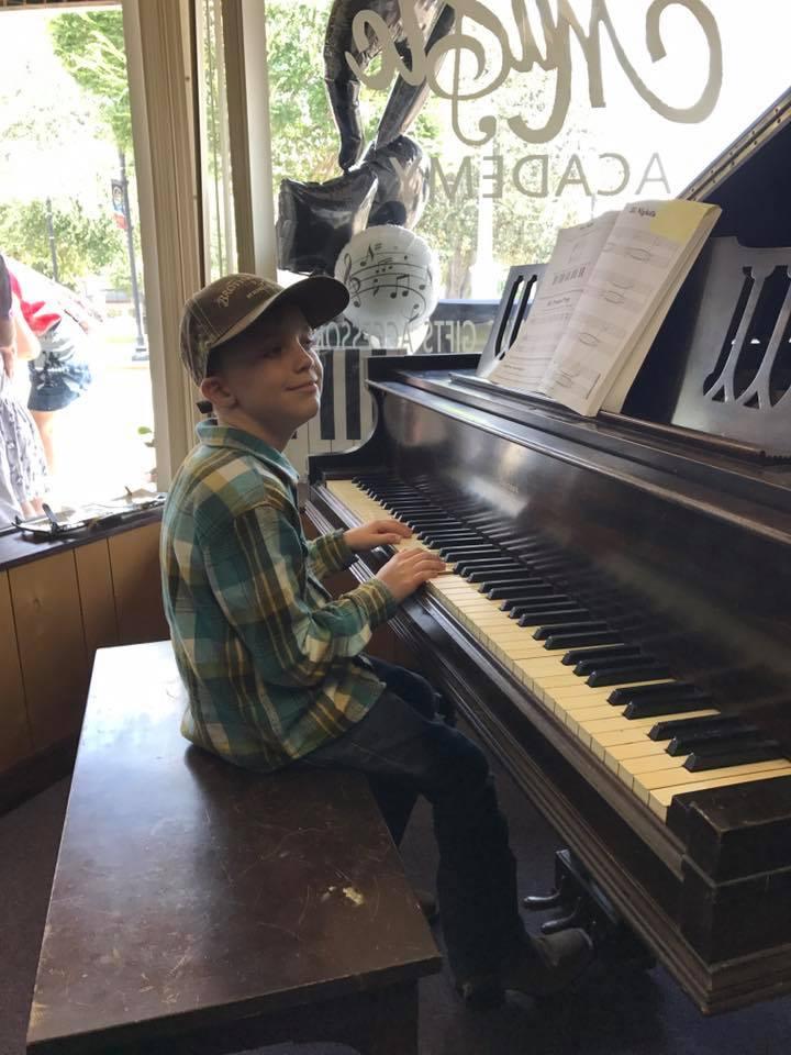 asher piano boy 3000.jpg