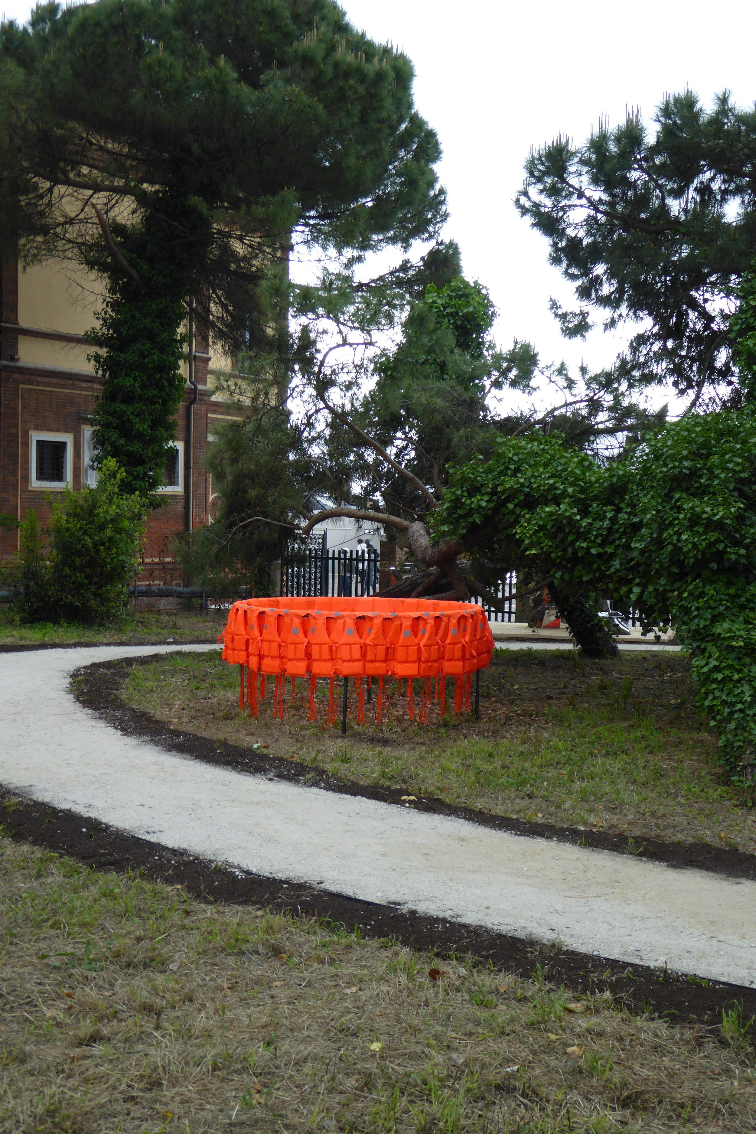 Déplacement (Smuggling Pod) 2017 / Life-jackets, Steel / 200 cm diameter x 100 cm / Installation Giardini Marinaressa, Venice ITALY
