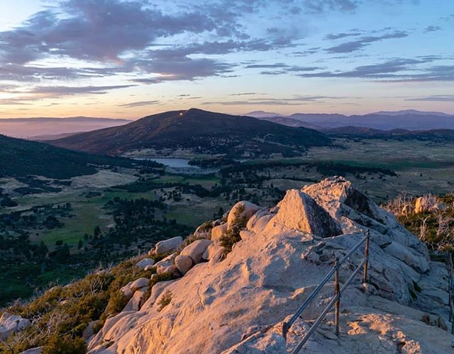 Have you seen our new list of recommended hikes in San Diego? One of our favorite mountain hikes is Stonewall Peak in Cuyamaca Rancho State Park (@cuyamacaranchosp). We love it because the expansive 360 degree views from the top are hard to beat! From the summit, you can see northern Mexico, Anza-Borrego's high country, Palomar Mountain and more! This 4 mile out and back hike is also good for kids, although small children will need assistance ascending the stone stairs to the summit.  What's your favorite mountain hike? Let us know in the comments below! And don't forget to enter our giveaway! Check out our post from Monday for more information. (📷: @beautyiswiild) #hikesandiego #hikesd