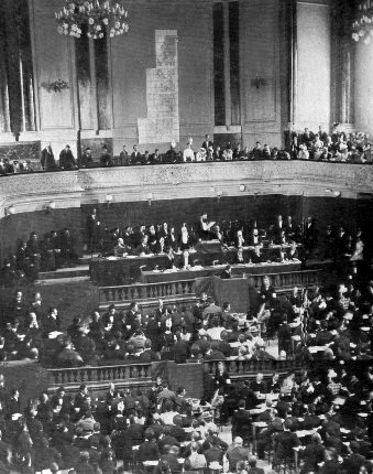 Theodore Herzl (center, top podium) speaks at the Second Zionist Congress, 1898. Photo source: Wikipedia