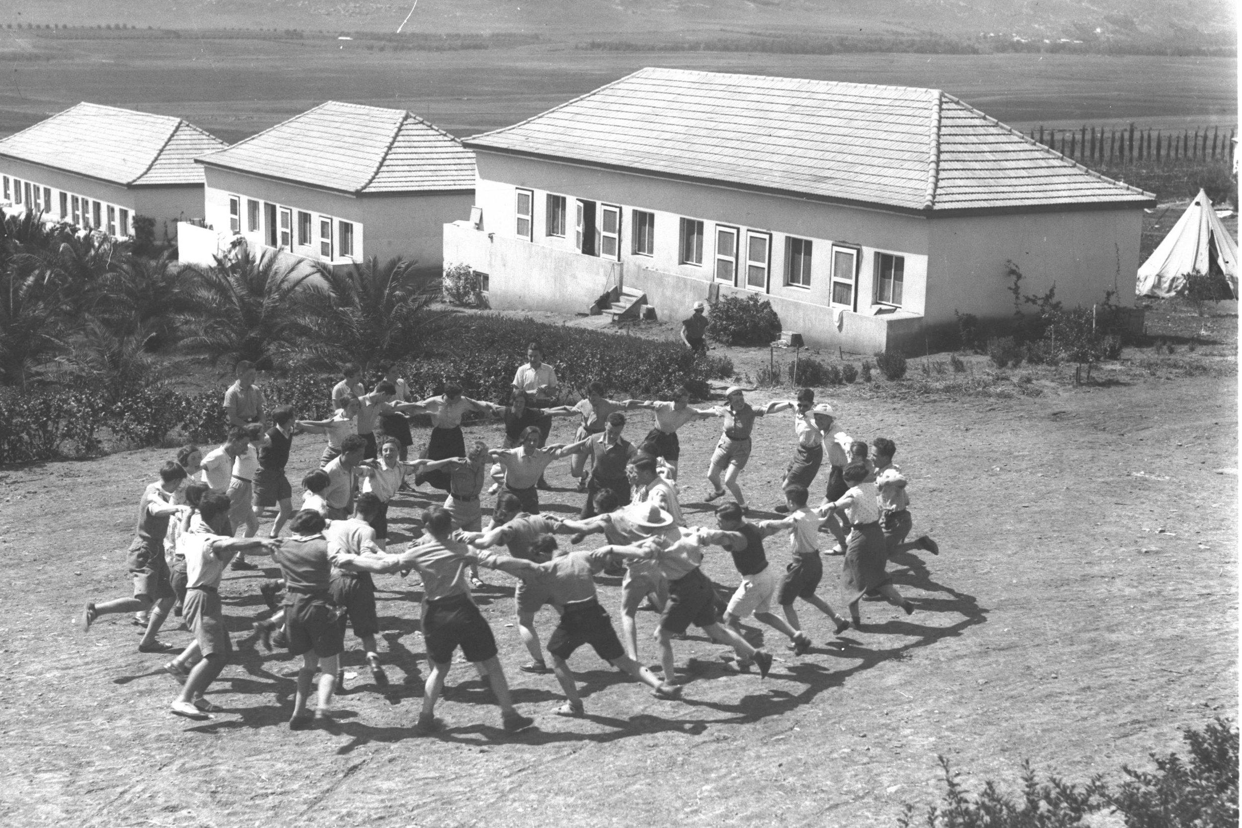 An unknown kibbutz. Photo source: Jewish Policy Center