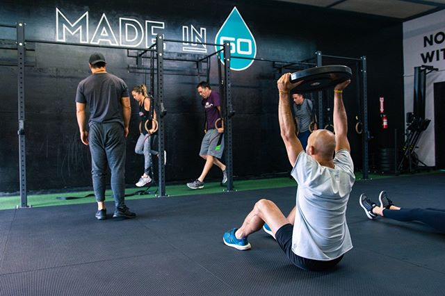 No Monday blues here...  Who's ready for a killer start to the beginning of the week?! Book your class early before spots fill up!  #Sweat60 #Sweat60fitness #bestgym #la #personaltrainer #SantaMonica #GetFit #GoalSetting #FitnessGoals #TrainHard #NoExcuses #FitFam #FitLife #weights #workoutlife #weighttraining #fitnessmotivation #strength #sweat #freeclass #mobility #workoutoftheday #strong #westla #monday #mondayblues #mondaymotivation